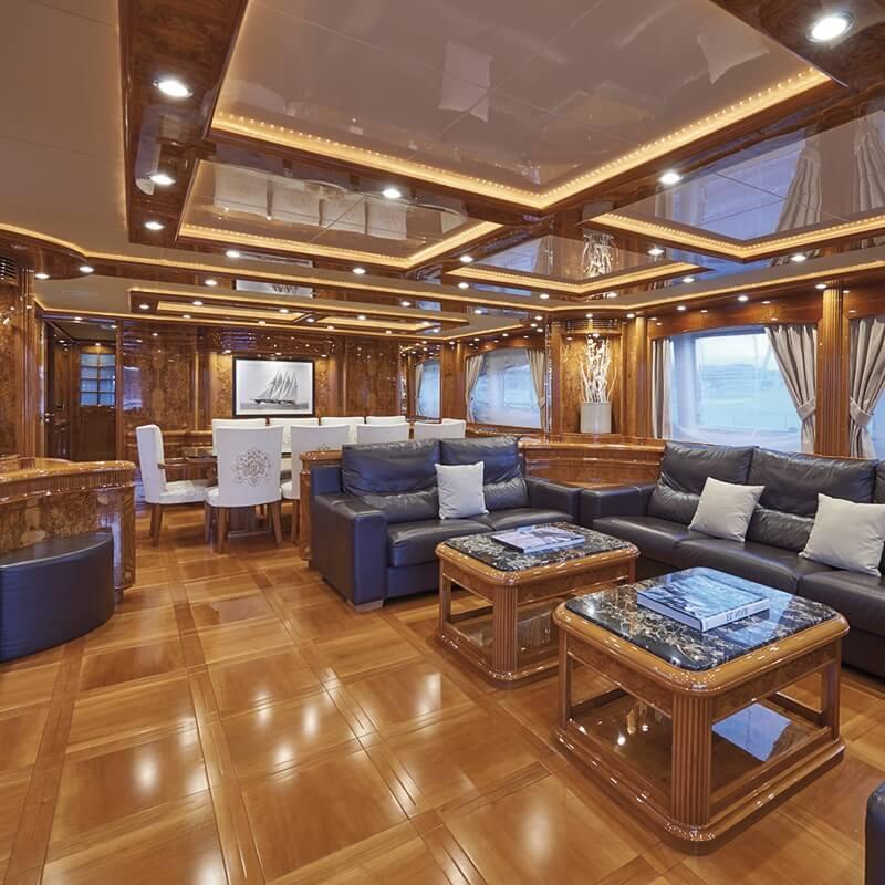 interior yate de lujo en ibiza